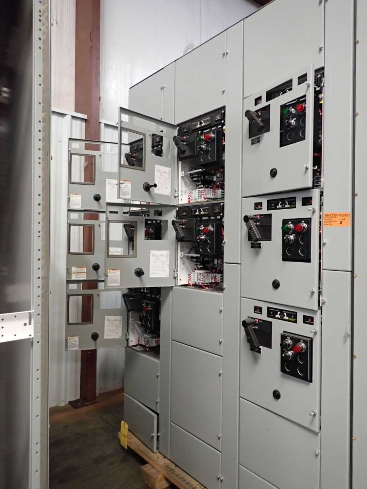 Eaton Freedom 2100 Series Motor Control Center | (11) F206-30A-10HP; (5) F206-15A-10HP; (1) SVX900- - Image 6 of 102