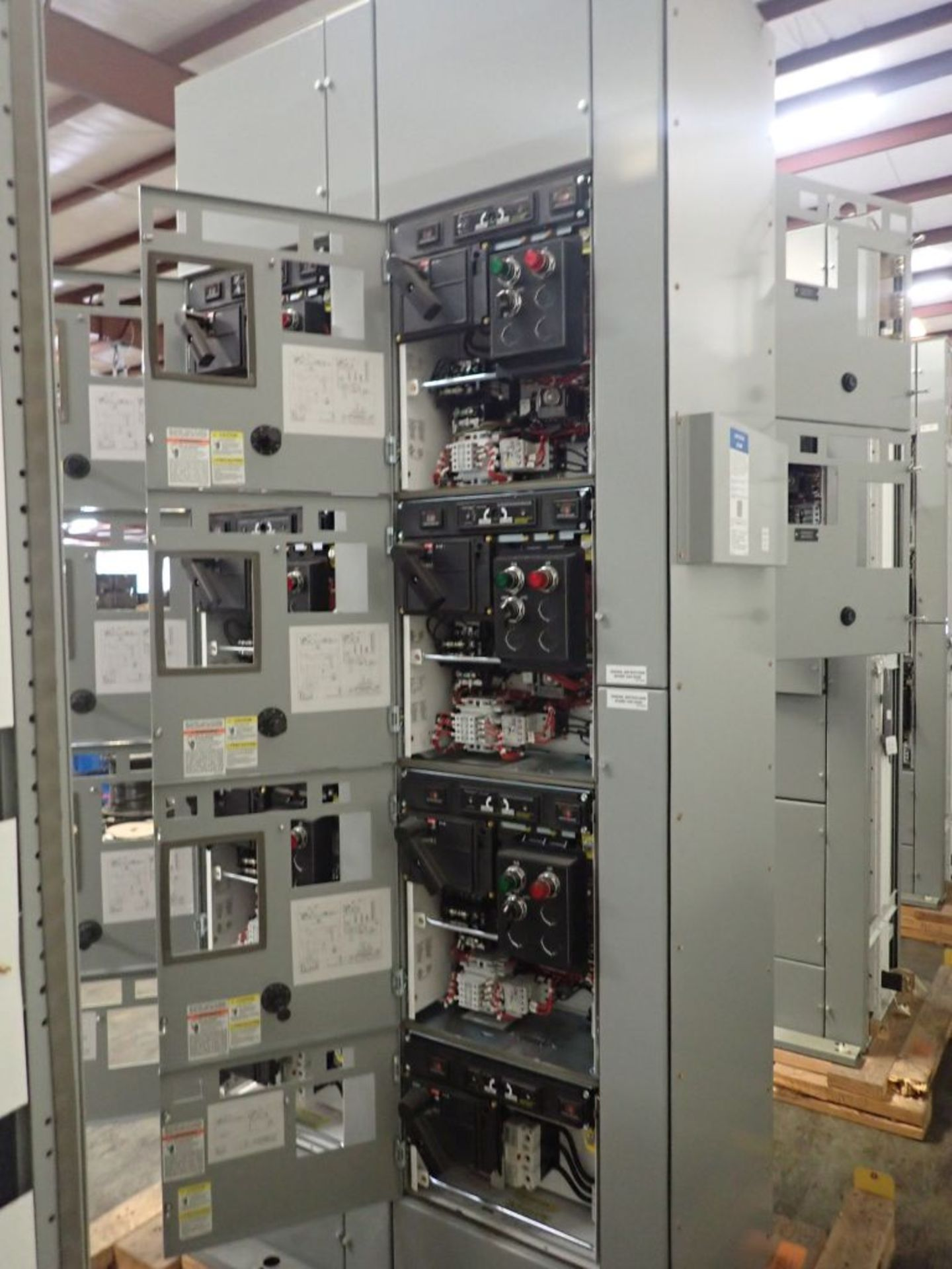 Eaton Freedom Flashgard Motor Control Center w/Components | (5) F206-15A-10HP; (4) F206-30A-10HP; ( - Image 8 of 84