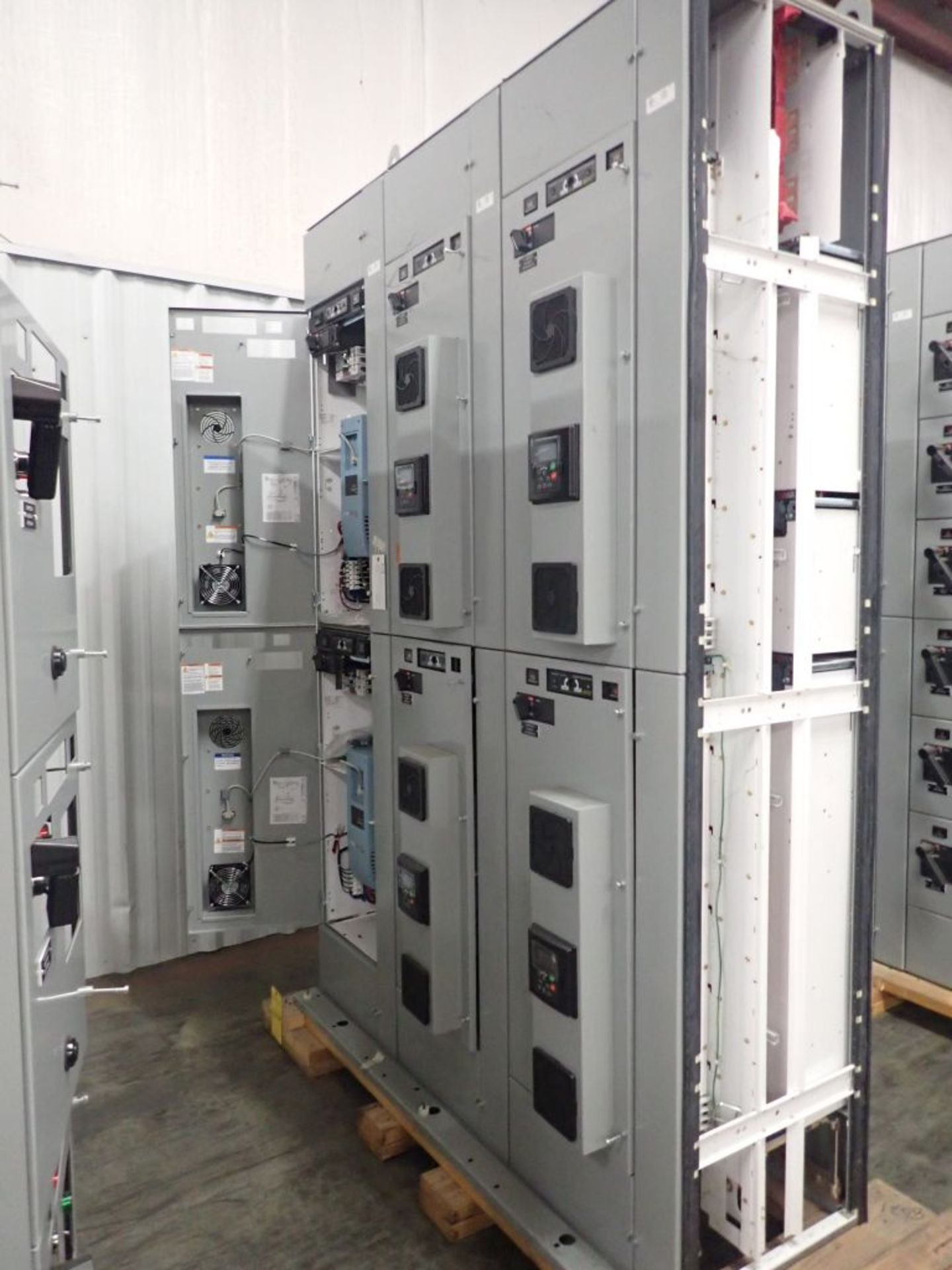 Eaton Freedom 2100 Series Motor Control Center | (2) F206-15A-10HP; (1) FDRB-250A; (1) FDRB-400A; ( - Image 7 of 104