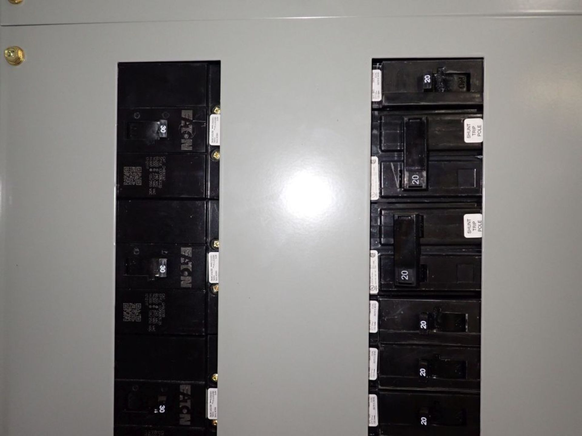 Eaton Freedom 2100 Series Motor Control Center   (2) F206-15A-10HP; (1) F206-30A-10HP; (1) FDRB- - Image 46 of 61