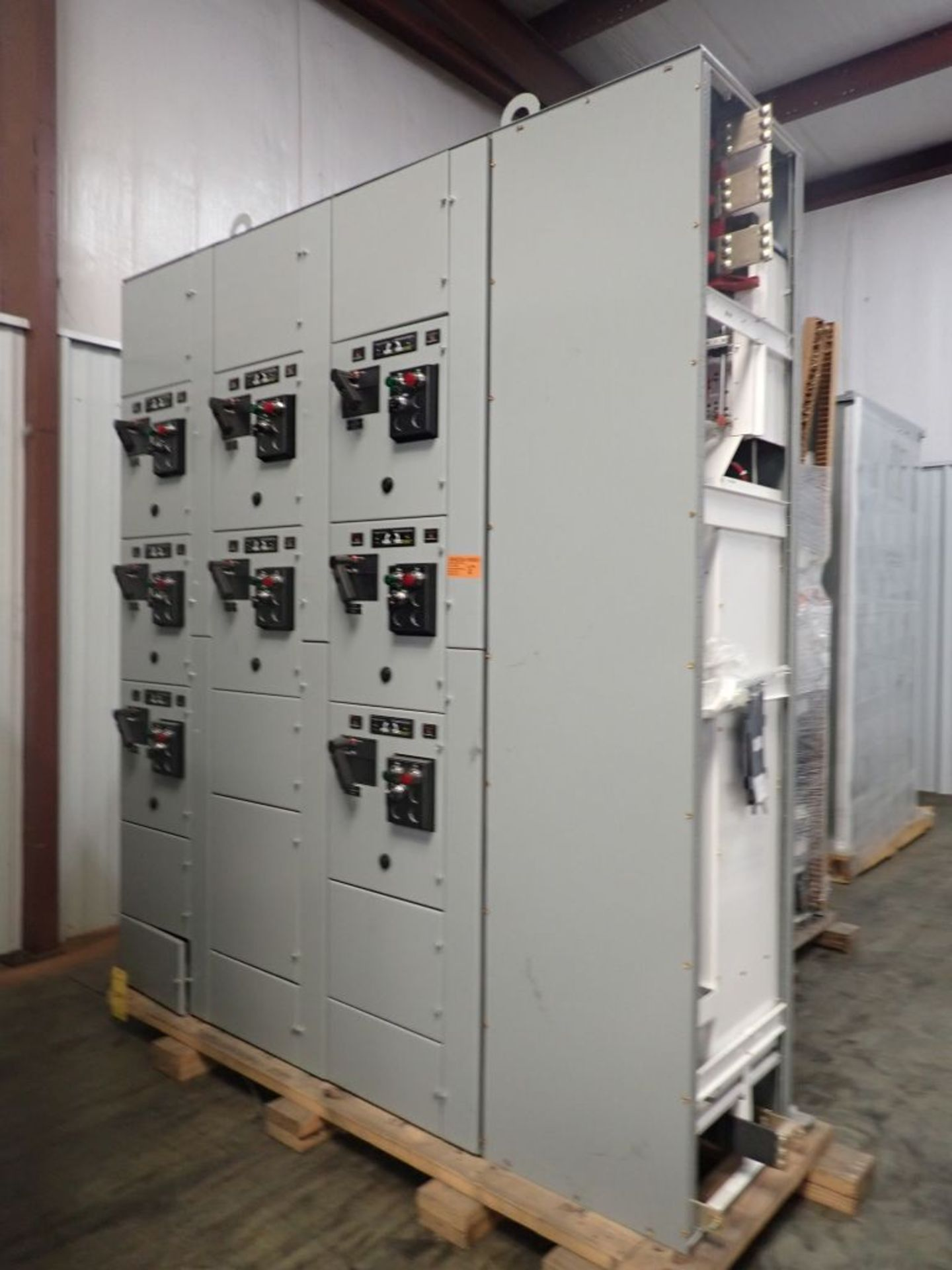 Eaton Freedom 2100 Series Motor Control Center | (11) F206-30A-10HP; (5) F206-15A-10HP; (1) SVX900-