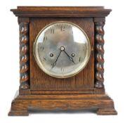 BRACKET-CLOCK, Herst. Perivale Clock Mfg., um 1900