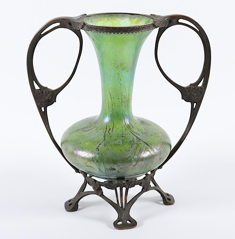 JUGENDSTILVASE, grün getöntes Glas,