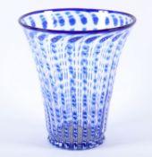 VASE, farbloses Glas mit blau-weißen,